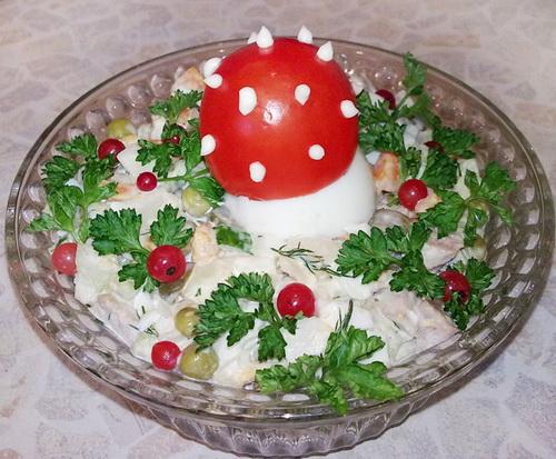 украсить салат оливье на Новый год фото