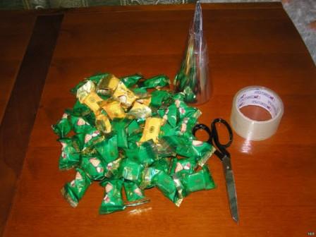 елка из конфет своими руками - что понадобится