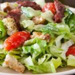 Как приготовить салат Цезарь в домашних условиях