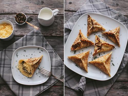Блинчики с грибами и сыром: треугольники