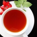 витаминный настой из шиповника с корицей