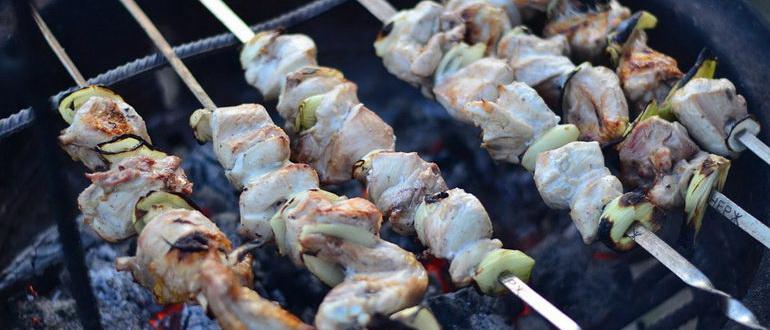 шашлык из курицы маринад самый вкусный сочный на мангале