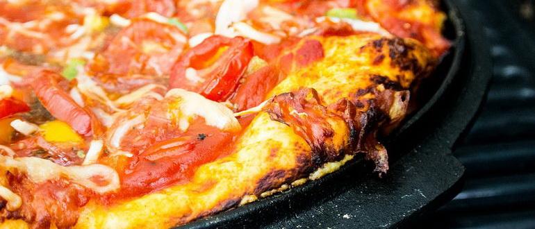 пицца на сковороде без сметаны и кефира за 10 минут