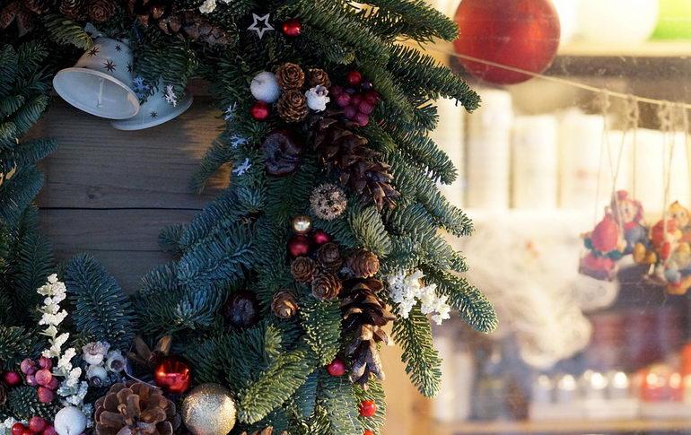 венок на дверь на новогодние праздники