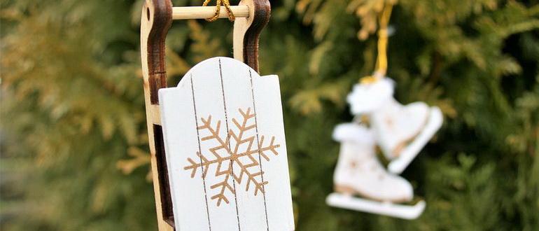 деревянные сани на елочку